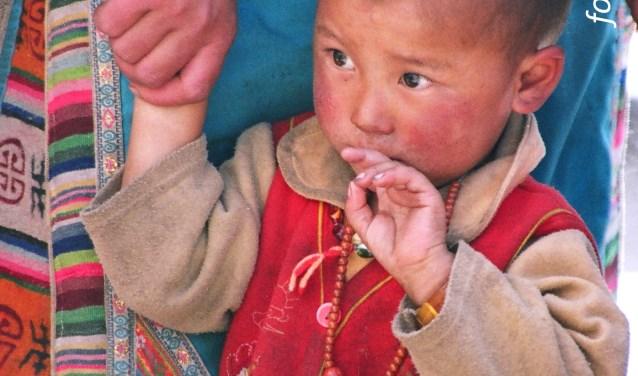 Hand in hand (Tibet)