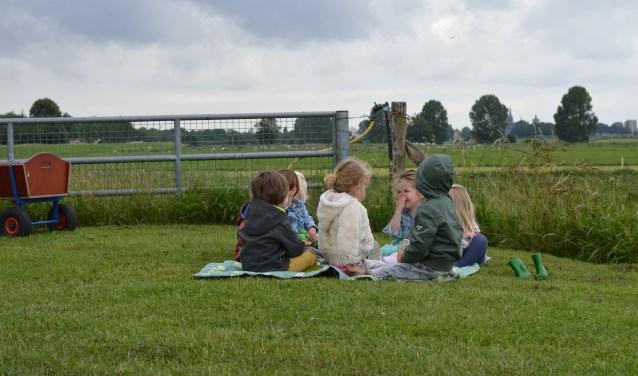 Kinderen vermaken zich uitstekend in de landelijke omgeving. (foto: persfoto)