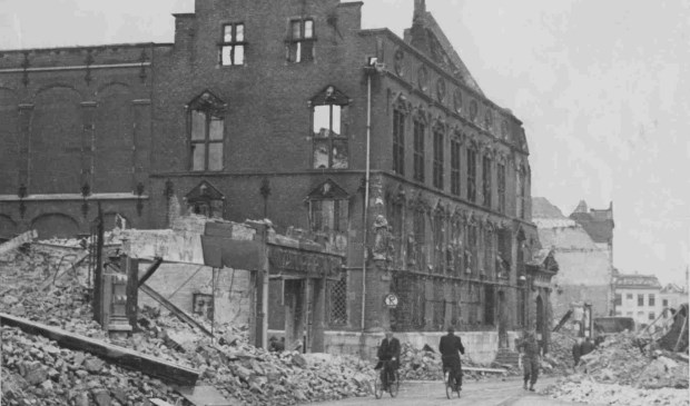 Het stadhuis van Nijmegen werd bij de bevrijding verwoest. (Fotocollectie Regionaal Archief Nijmegen).