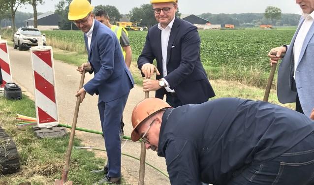 Wethouders Wijnand van der Hoeven van Aalburg, Mathijs van Oosten en Renze Bergsma gaven maandag het startsein.
