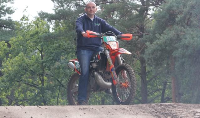 """Voorzitter Wim Lubbers: """"HAMAC is een bloeiende motorsportvereniging.""""  Foto: Arjen Dieperink."""