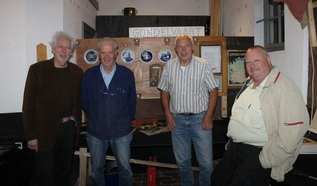 De heren Henk Visser, Gerhard Voltman, Frits Onnink en Bertie Rave zijn een aantal dagen druk geweest met het inrichten van een expositie over Gondelvaart/Bredevoort Schittert.