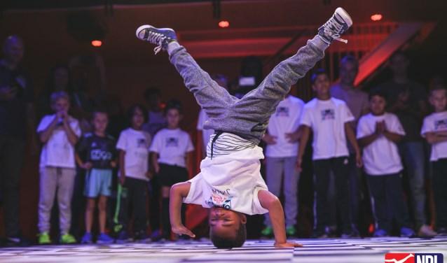 Vanaf maandag 24 september kunnen ook in Breda basisscholieren meedoen aan het breakdanceproject 'The Floor is Yours'. Op de website www.jeugdfondssportencultuur.nl/thefloorisyours vind je alle informatie.