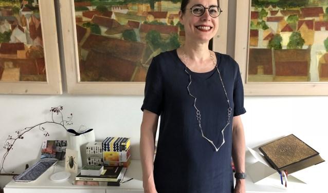 Judith Nijskens in haar huis waar ook een vreemde gast aanwezig zal zijn (Foto Carmen Nijskens)