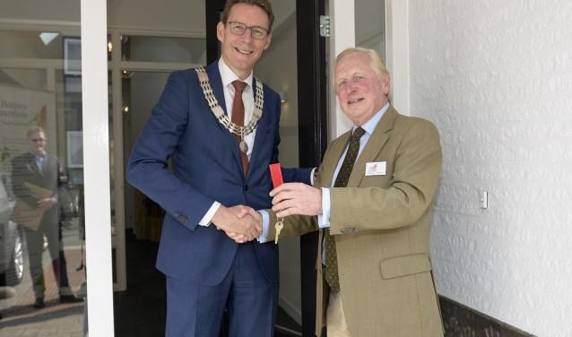 Burgemeester Poppens opende de nieuwe locatie van Hospice Duurstede. FOTO: Ankie Meutgeert