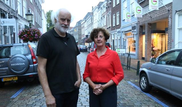 Peer van de Weem en Nelly de Wit zetten zich in voor de open monumentendagen. (foto: Marco van den Broek)