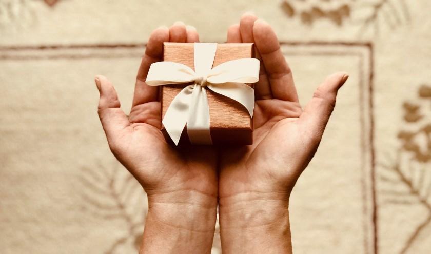 creatieve cadeautjes maken die ze weggeven aan mensen die wel een lief gebaar of een opkikkertje kunnen gebruiken