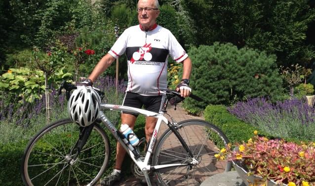 Jo Vaes fietst met 45 wielervrienden in de Franse Vogezen bergop voor Artsen Zonder Grenzen.