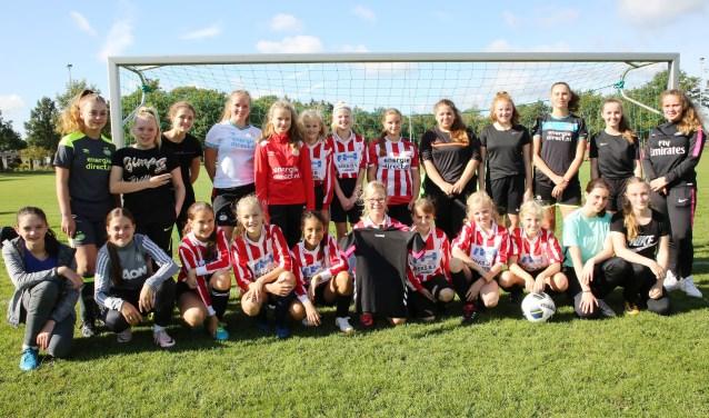 Afgelopen zaterdag de jeugdteams op sportpark Het Lambrek in Heeze kennis met elkaar. Foto: Theo van Sambeek