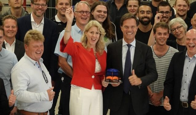 Premier Rutte en Staatssecretaris Keijzer werden duidelijk blij van wat ze in Delft zagen.