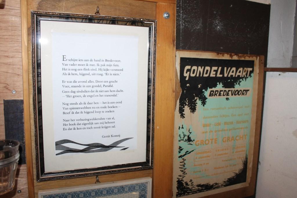 Gedicht van Gerrit Komrij en de eerste poster van Gondelvaart 1968 zijn unieke objecten op de expositie.  Foto: Leo van der Linde © Persgroep