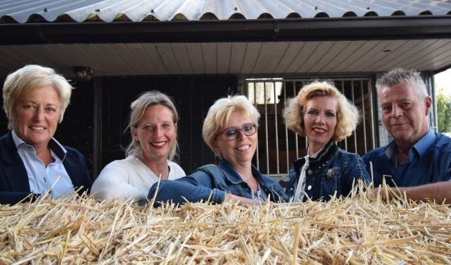 Ponyclub De Duinrakkertjes en Paardenvereniging De Echo bestaan respectievelijk 50 en 85 jaar. Op de foto de reüniecommissie.