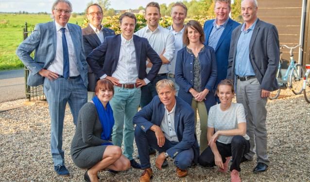 De eerste tien kandidaten met links wethouderskandidaat Kees Boender. (Foto: Henk Ganzeboom, Kobalt Fotografie DuPho)