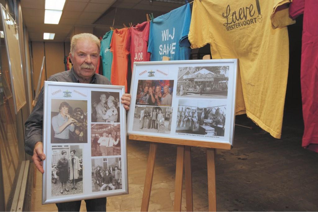 Frans Brink showt een lijst met oude kermisfoto's in de expositieruimte in De Wyborgh.