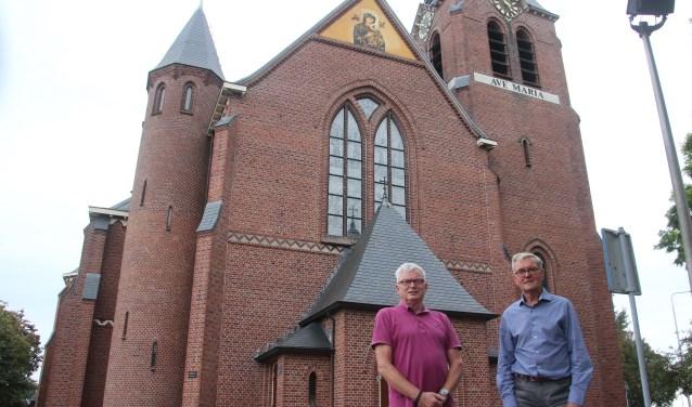 De heren Wanschers (links) en Wijden zijn de grote kartrekkers en kijken uit naar de feestelijkheden rond het 100-jarig bestaan van de Mariaparochie