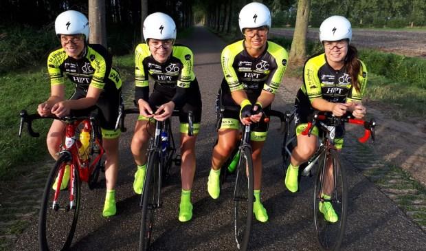 De vier dames van De Peddelaars die deelnemen aan het NCK in Dronten.