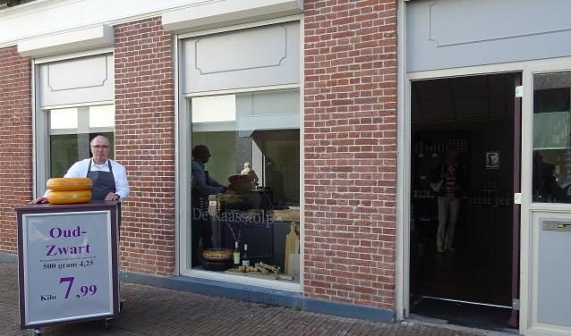 Hans Dammers: 'Smaakvolle kazen tegen lage prijzen en wekelijks acties zijn onze kracht.' (Foto: Koos Romeijn)
