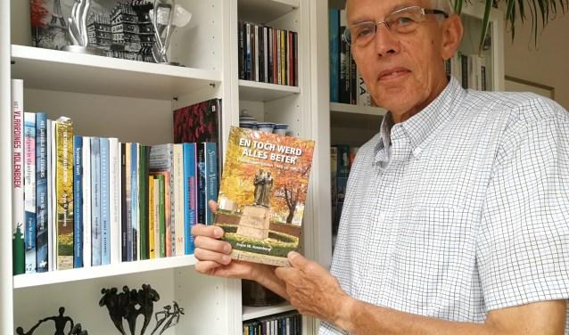 Frans Assenberg heeft ruim twee jaar gewerkt aan zijn boek over de jaren net na de Tweede  Wereldoorlog. (Foto: Peter Spek)