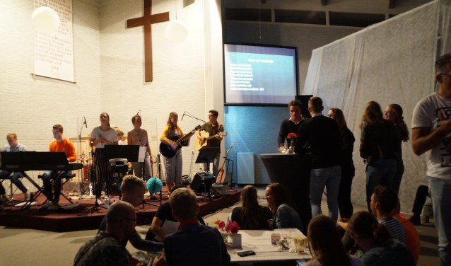 In Zuilichem werd voor het eerst een Praise-cafe gehouden.