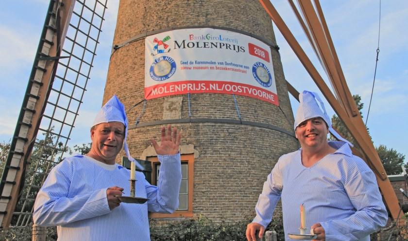 Martin Molenaar (links) en Marc van Buren (rechts) molenaars van Korenmolen Oostvoorne. Een beetje gek zijn ze wel...