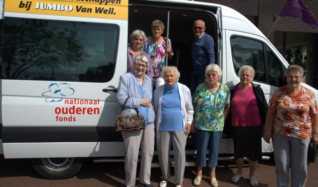 De ouderen die een dagje uit zijn geweest, zijn zeer tevreden met de nieuwe, comfortabele Plusbus.