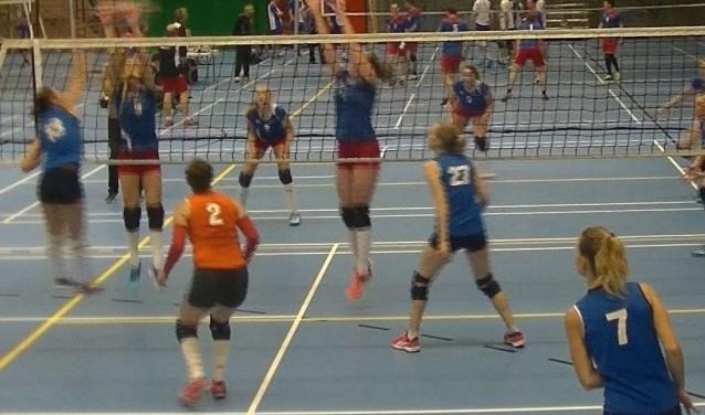 Op 22 september mocht Timios dames 1 aantreden voor de eerste competitiewedstrijd tegen Zovoc dames 3. In de vijfde set hebben de Timios dames even duidelijk laten zien hoe de krachtsverhoudingen waren.