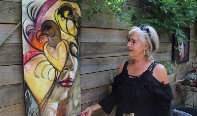 Aartje van Geenen-van de Pol is geboren en getogen in Nunspeet. Zij deed mee aan de Kunstroute. Foto Dick Baas