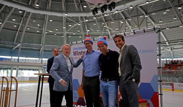 Wim de Leur, voorzitter Vriendenfonds ASz; Dr. Erik von Meyenfeldt, longchirurg oncoloog; Peter Top, huisarts; Peter van der Meer, Voorzitter Raad van Bestuur Asz. (foto Thymen Stolk)