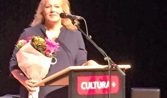 """De reactie van Larissa Verhoeff op haar benoeming als stadsdichteres van Ede: """"Hier staat een gelukkige vrouw!"""""""