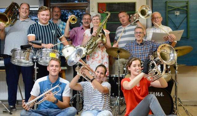 In muziekvereniging Avalance (voorheen De Pijpers) zit 90 jaar Vlaardingse historie. De leden maken zich op voor een bruisend jubileumjaar en de grootste Pietenband van Nederland. (Foto: Britt Planken)