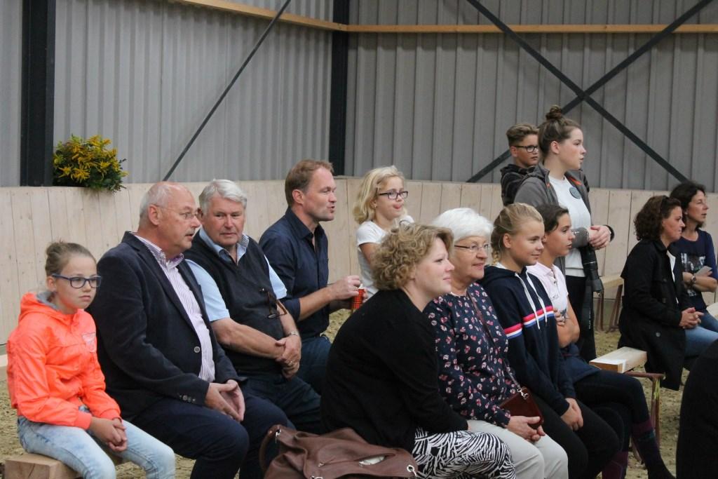 Wethouder Martin Veldhuizen en raadslid Gerbert Navis (VVD) waren aanwezig bij de open dag van de Paardensportvereniging Aalten  Foto: Leo van der Linde © Persgroep
