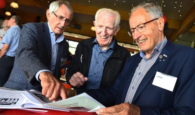 Vlnr: Joop Steentjes, Henk Tempels en August van Onna tijdens het jubileum van VIOD. (foto: Roel Kleinpenning)