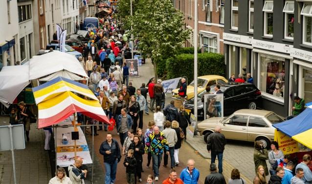 De Oldtimerdag Alphen aan den Rijn is inmiddels zo'n grote traditie en zo groot opgezet, dat het mensen uit een hele wijde omgeving aantrekt. FOTO: Walter Planije