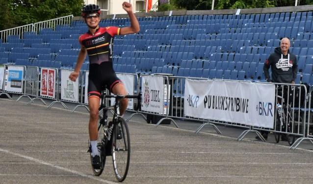 Levi van Hoften wint. (Foto: N Deurwaarder)
