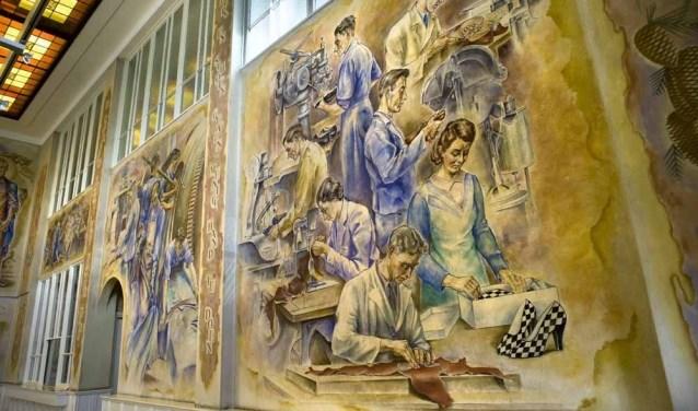 In de Van Harenfabriek kunnen de wandelaars onder andere deze schitterende muurschilderingen van Theo van Delft bewonderen.