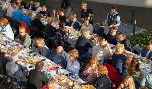 Honderd gasten genoten van het heerlijke menu. Eigen foto