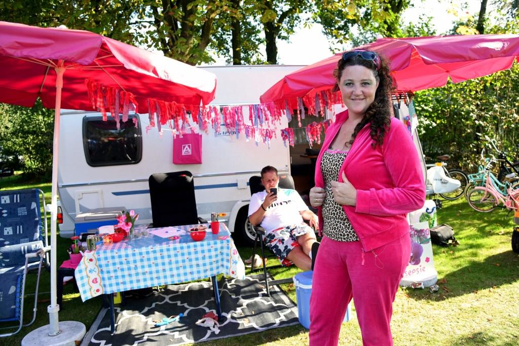 Ilona Hultermans als campingeigenaar voor haar reseptie tijdens camping Ponderosa. Foto: Jan Wijten.