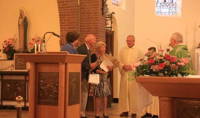 Een echte eer voor het echtpaar Kuipers om de Willibrordplaquette in ontvangst te mogen nemen.