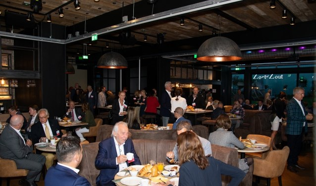 Veel ondernemers lieten zich tijdens het ontbijt bijpraten. Foto: PR