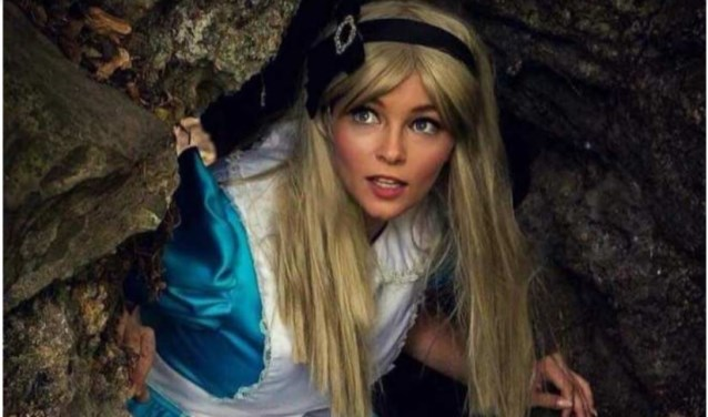 Ook Alice uit Alice in Wonderland is zaterdagavond 15 september pre-sent op de Disney Pin Trading-avond in De Drie Linden in Prinsenbeek.