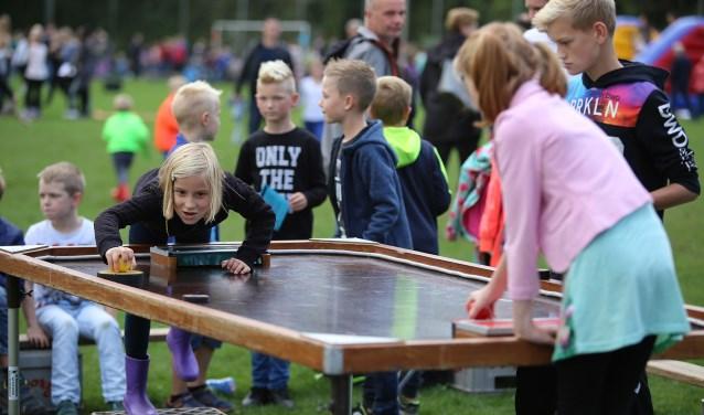 Een momentopname van de kinderenspelen tijdens het Aaltense volksfeest van vorig jaar.