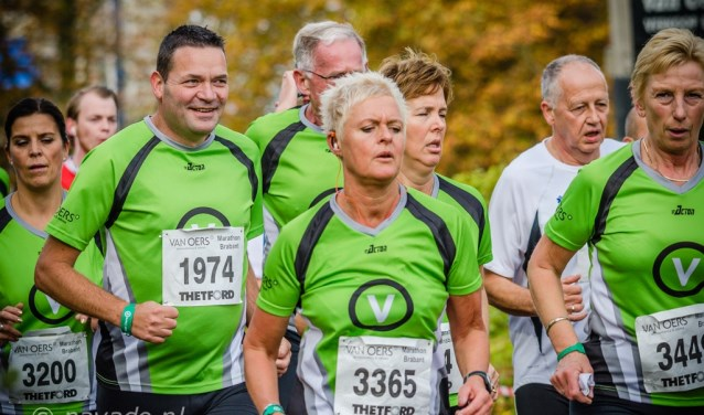 Ook dit jaar kun je je als bedrijf met één of meerdere teams inschrijven voor de bedrijvenloop van de Mara-thon Brabant. Waarbij je als team kunt kiezen uit de 5 en 10 km en de halve marathon. FOTO: PAVADO.NL