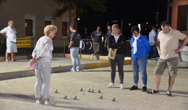 Jeu de Boules is een spel van gezelligheid, maar ook van tactiek, concentratie en balvaardigheid. Foto: Cees Elsten.