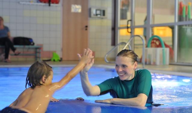Super Family en het Rivièrabad werken samen om kinderen met een TOS zwemlessen te geven. 22 september is het Wereld TOS dag, dit is tevens het startsein voor de lessen.