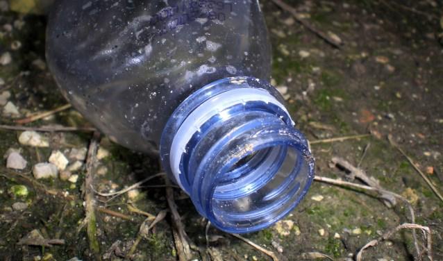 Hoe zouden de vervuilers reageren als afval in hun tuin of op hun terrein gedumpt wordt? vraagt de Begraafplaatscommissie zich af. Liever zag de commissie geen rommel meer.