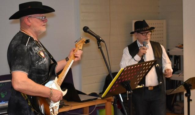 The Silver Tunes, bestaande uit Piet Koolen en Pierre Krijnen, verzorgt op zondag 23 september een terrasconcert in het Parkpaviljoen in Waalwijk. Het optreden begint om 14.30 uur en de toegang is gratis.