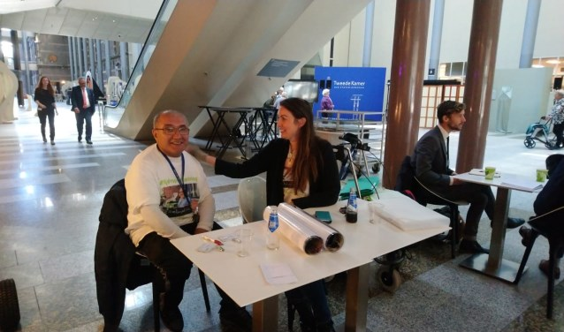 Aziz Koca is in het gebouw van de Tweede Kamer in Den Haag gearriveerd en heeft voor elkaar gekregen dat de ziekte van Lyme op de agenda komt te staan