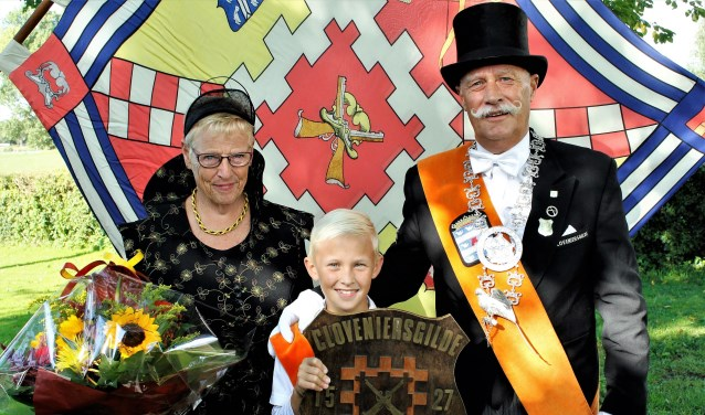 Leo Burgers (rechts) is apetrots op zijn overwinning. (foto: persfoto)