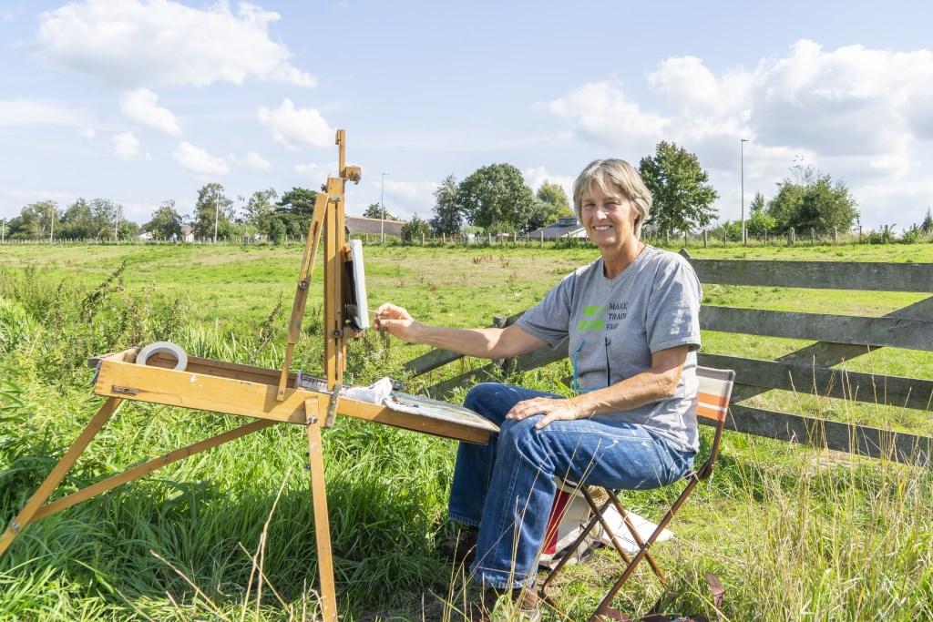 Gineke Zikkendoet regelmatig mee aan kunstzinnige evenementen. Op een schildersfestival in Noordwijk won ze zelfs een eerste prijs. Foto: john Timmerman © Persgroep