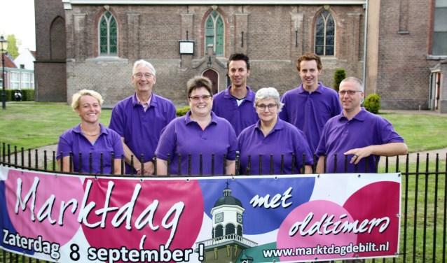 De heren vlnr: Richard van der Meijden, Elbert Hoogendijk, Korstiaan Hoogendijk, Anco de Rooij. De dames vlnr:Sandra de Mik, Gea de Rooij, Ida van der Meijden FOTO: Astrid van Walsem